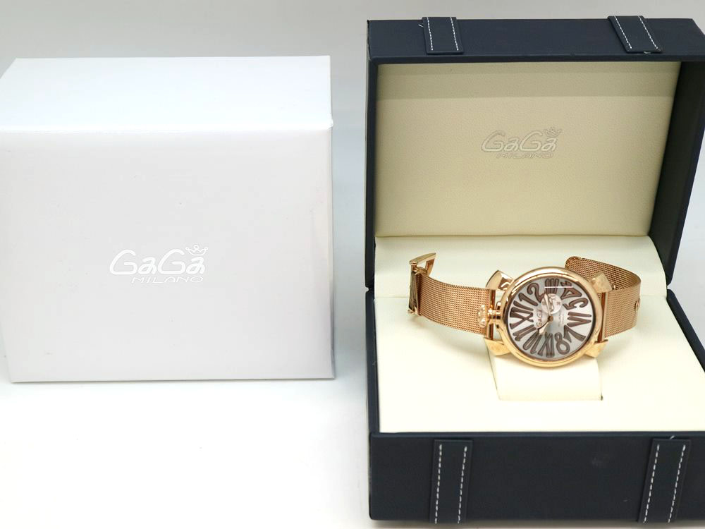 ガガミラノの時計と付属品の箱
