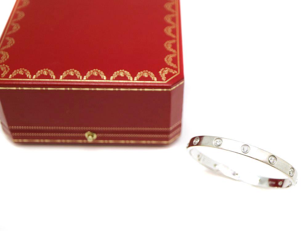 ラブブレスとカルティエの付属品の箱