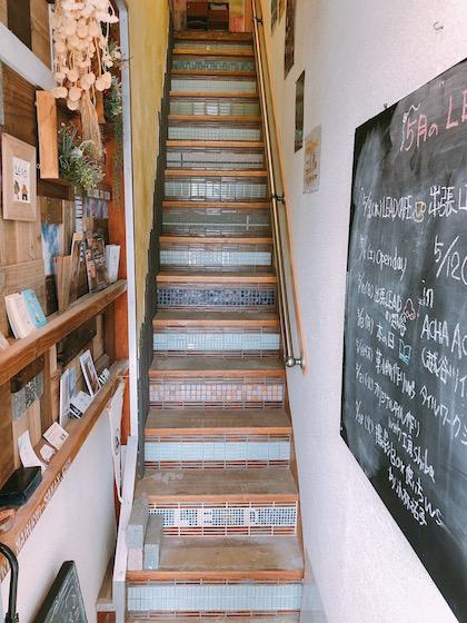 LEAD入り口階段
