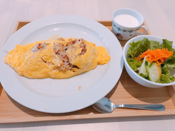 オムコンビーフライス トリュフオイル(800円)+ランチセット(200円)