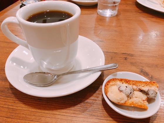 ジローブレンド珈琲(420円)とサービスのラスク