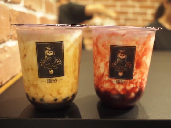 左:黒糖パールミルク 右:いちごミルク