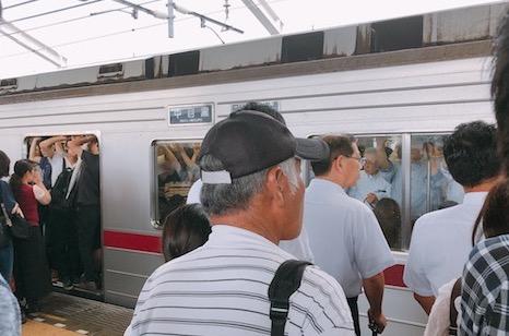 電車内は異常なまでの混雑