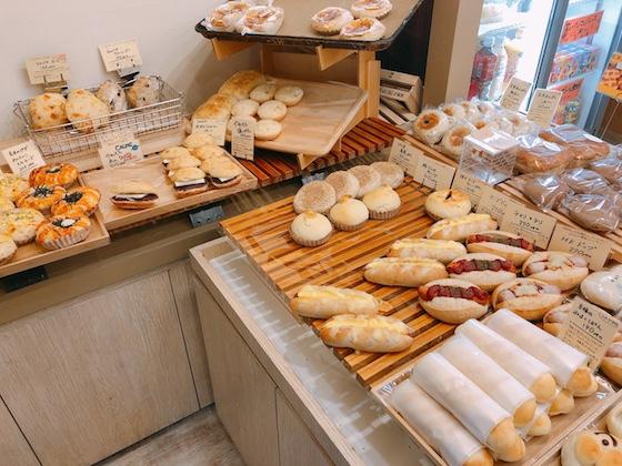 人気のパンは次々売れていきます