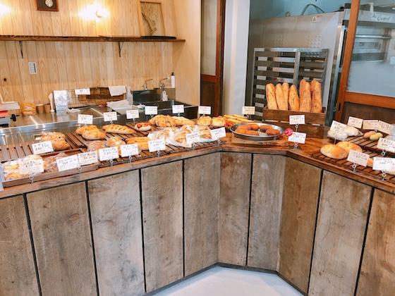 ゆったりとした店内でパンを選べるしあわせ