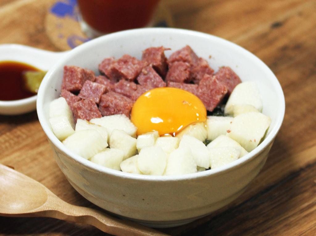 【嫁さん評価★4】深夜のレスキューメシに!「コンビーフの三色丼」【今週は夏丼】