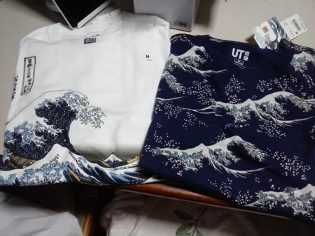 ユニクロ北斎ブルーTシャツ