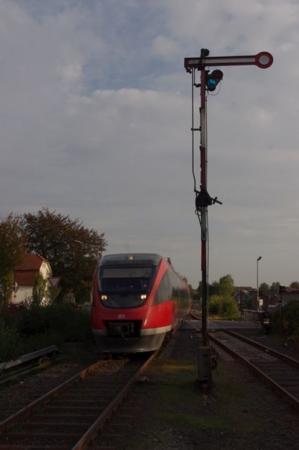 腕木式信号機と列車