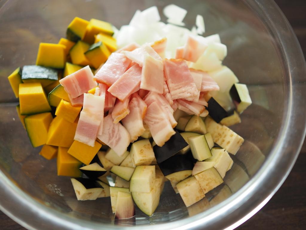 夏野菜で加齢臭も撃退!?レンジで6分「夏野菜ミネストローネ」【火を使わないレシピ】