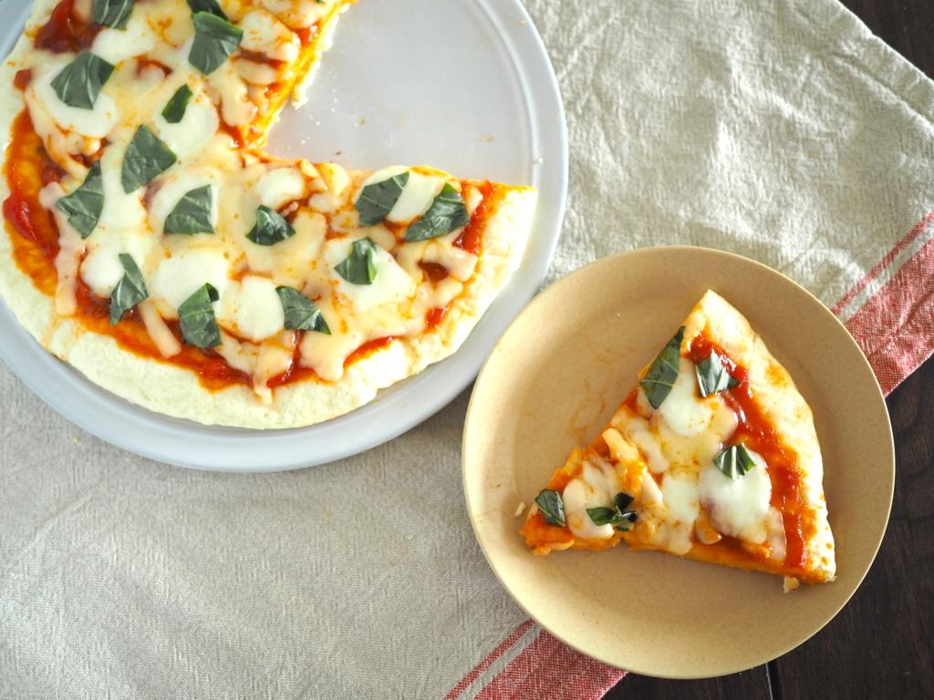 生地こね、発酵、オーブンどれも不要!?フライパンで「さっくりピザマルゲリータ」が簡単にできちゃう