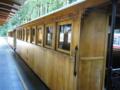 阿里山森林鉄道の車体。これも総ヒノキでいい香り