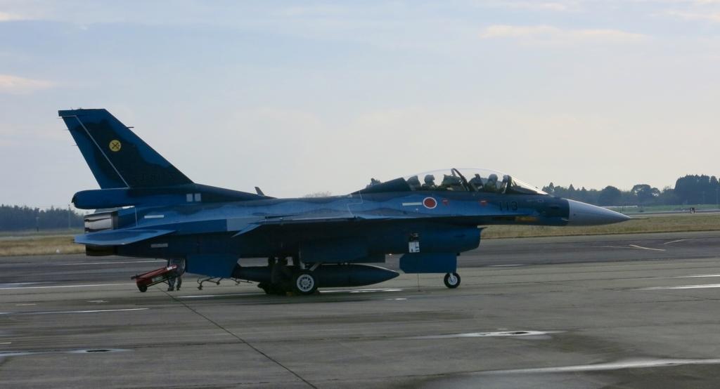 戦闘機 F-2