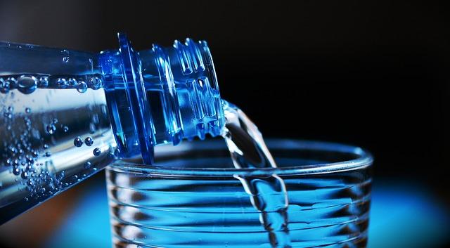 水 プラスチックボトル