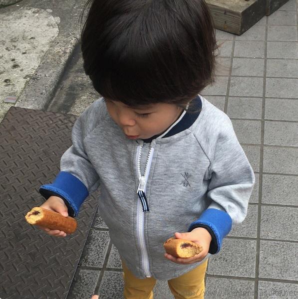どんどんドーナツを食べる