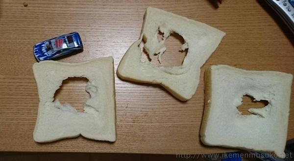 食べかけの食パン