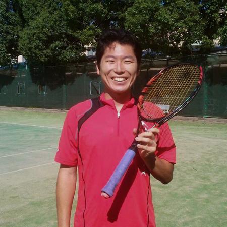 効率的にテニスを上達するためにスマートテニスセンサーを活用する石倉さん