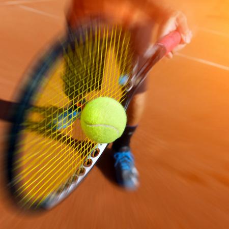 スマートテニスセンサーを活用したフォアハンドショートクロス上達方法