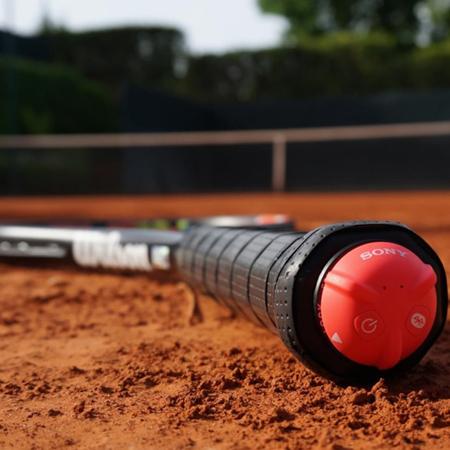 力強いボールを打ちたい人 必見!プロコーチがチェックするスマートテニスセンサーのデータとは?