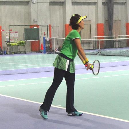 スマートテニスセンサーでテニスに向き合うまり子さん