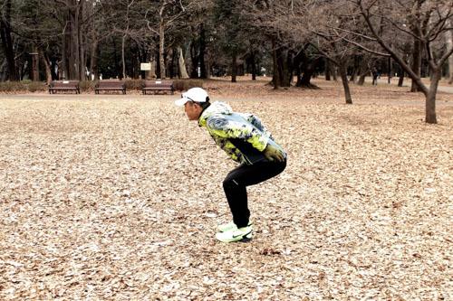 腸脛靭帯炎にならないためのスクワット step2.ヒザが直角になる位置まで腰を落とす