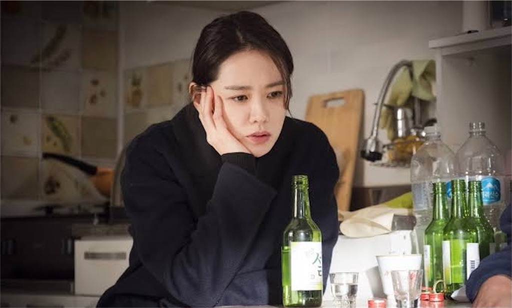 よくおごってくれる綺麗なお姉さん ユン・ジナ(ソン・イェジン)がチャミスルを前に思い悩む