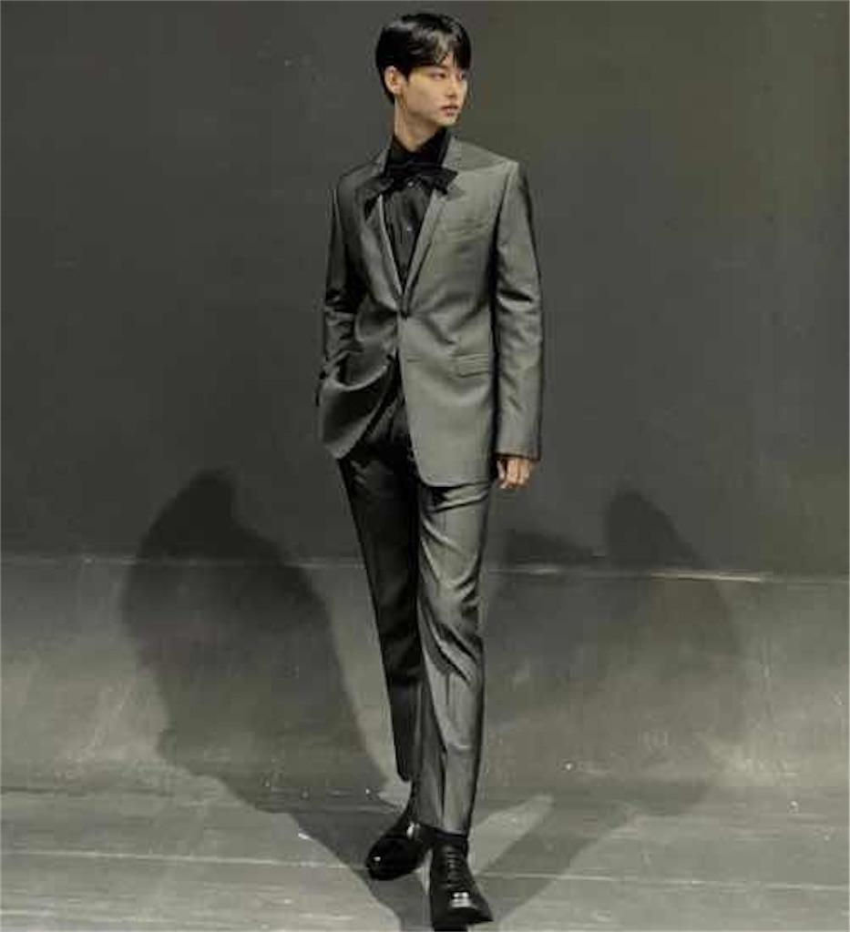 ヒョンウォン家の王子様はスーツの着こなしも技あり