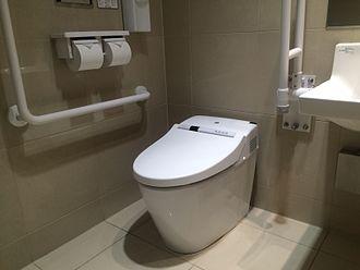 トイレの中でやりがちな「どんどん貧乏になる人」のクセ4つ - WooRis(ウーリス)