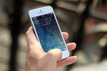 今すぐやめたい携帯&スマホの『実は危ない』使い方 - NAVER まとめ