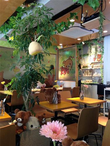 コリラックマと新しいお友達テーマ カフェ店内