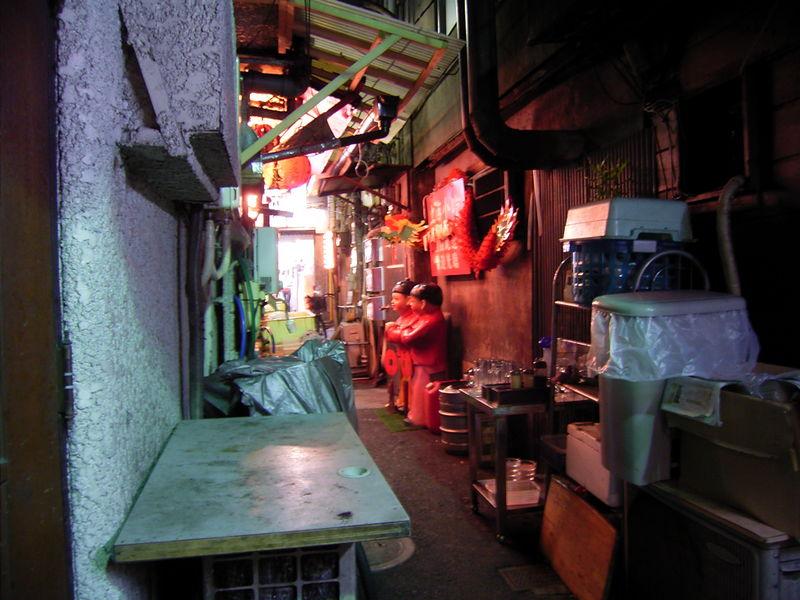 中華料理屋の裏