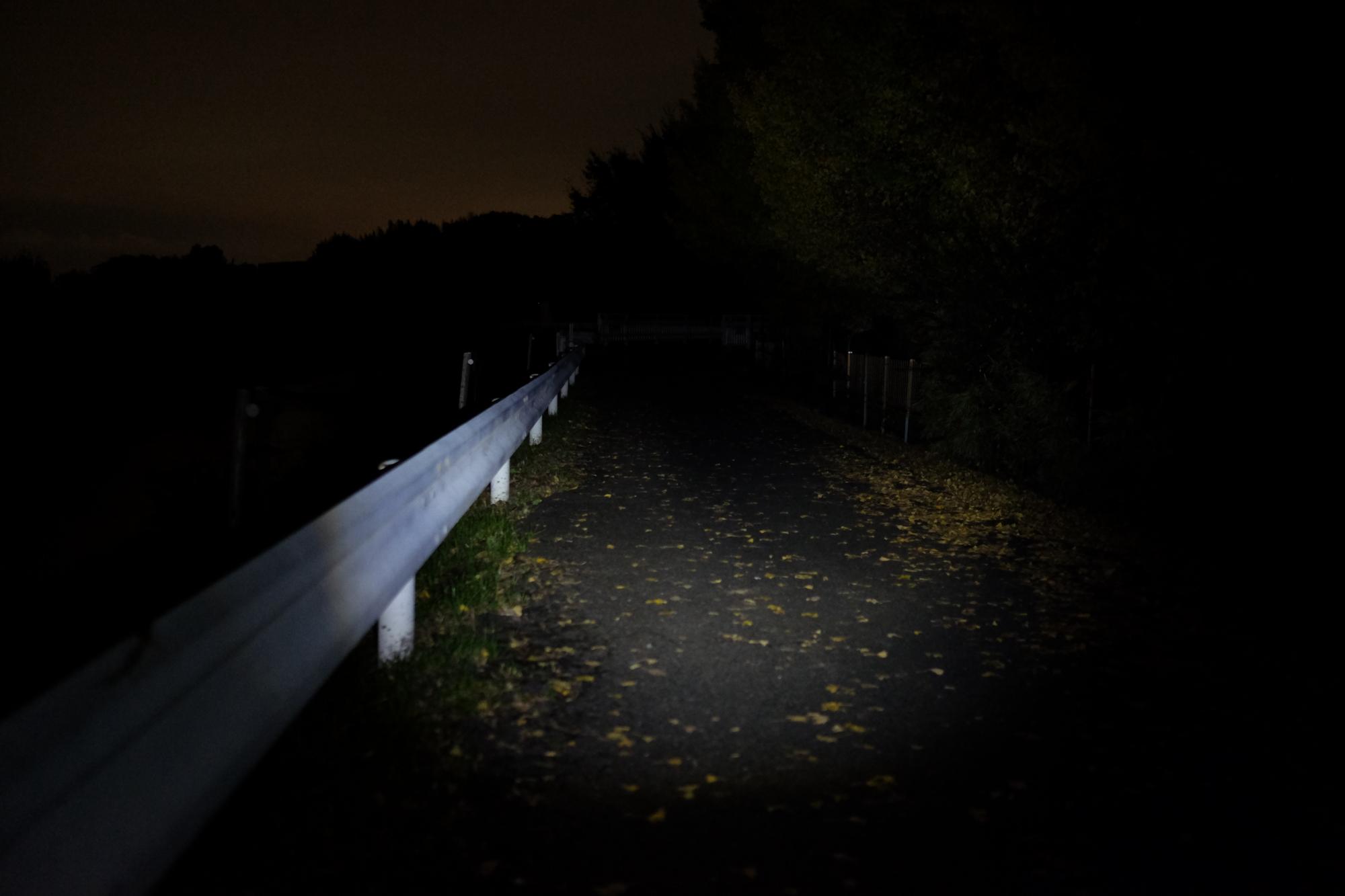 暗いライト