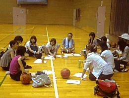 ボールのあるミーティング風景。の画像