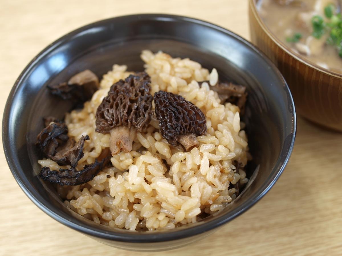 アミガサタケの炊き込みご飯