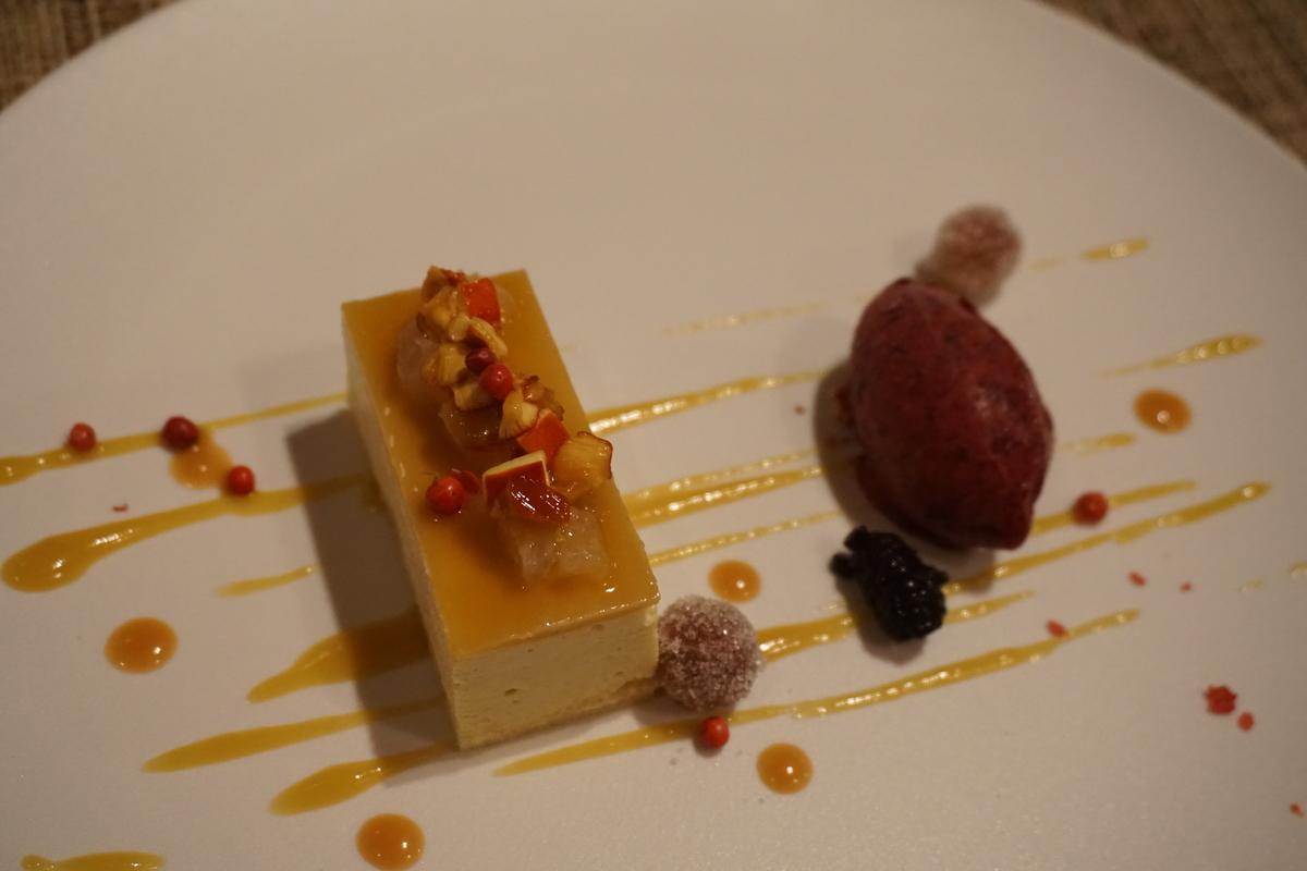 タマゴタケとチーズのムース