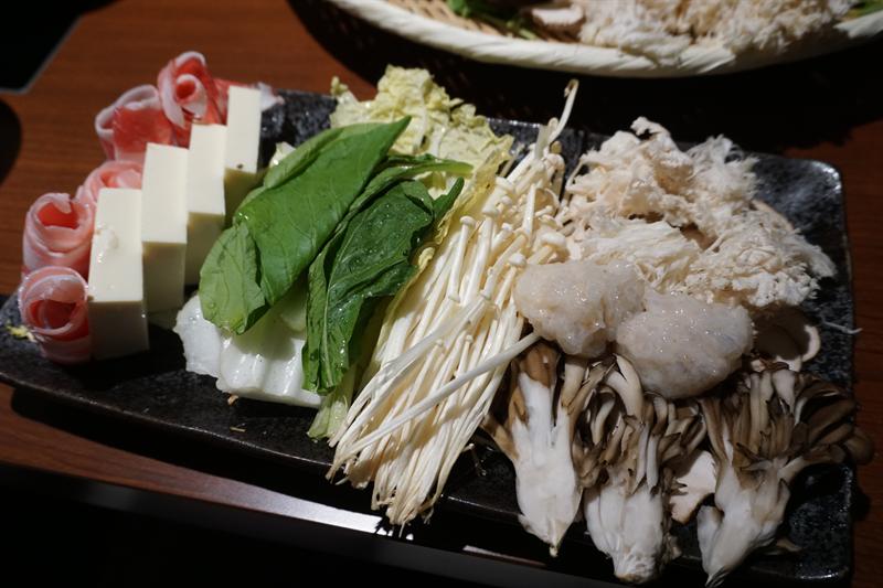 ヤマブシタケ鍋の具材