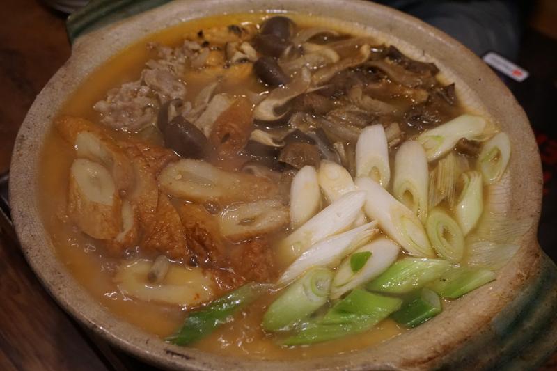 ショウゲンジやホンシメジが入った味噌ベースの鍋