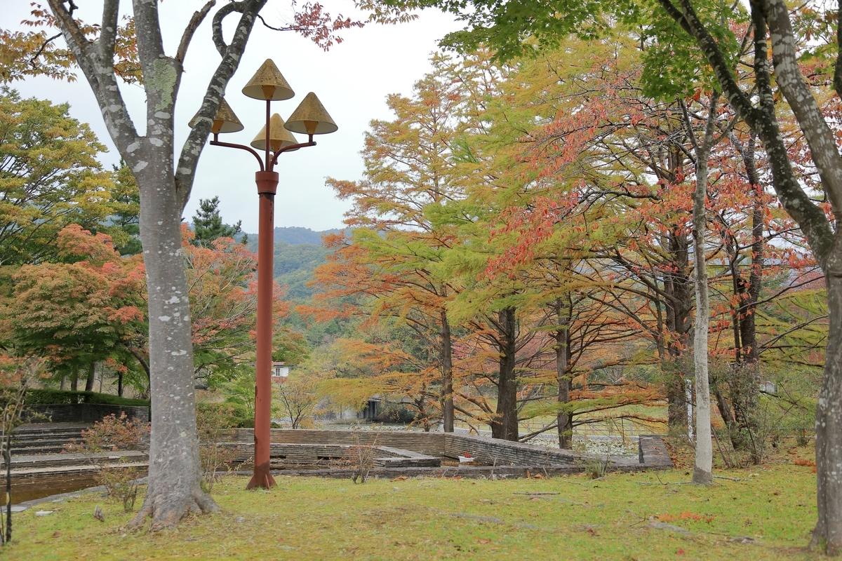 のっぽのキノコ 広域公園防犯灯