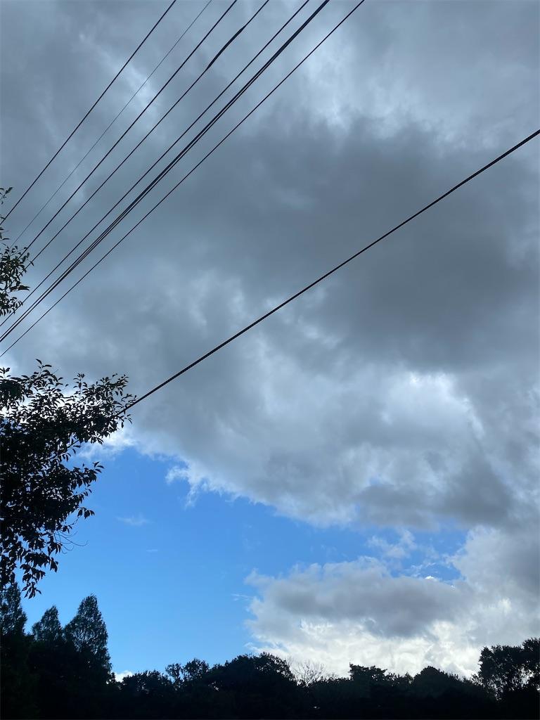 黒い雲がもくもくと出て来ました。