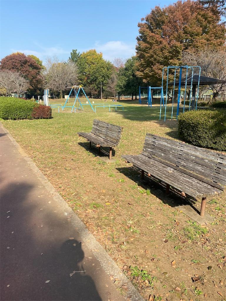 公園のベンチが置いてある