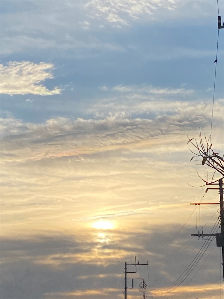 朝日が光ってる空