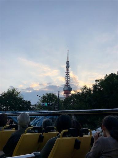スカイバスの「東京タワー・レインボーブリッジ」コースで見られる東京タワー