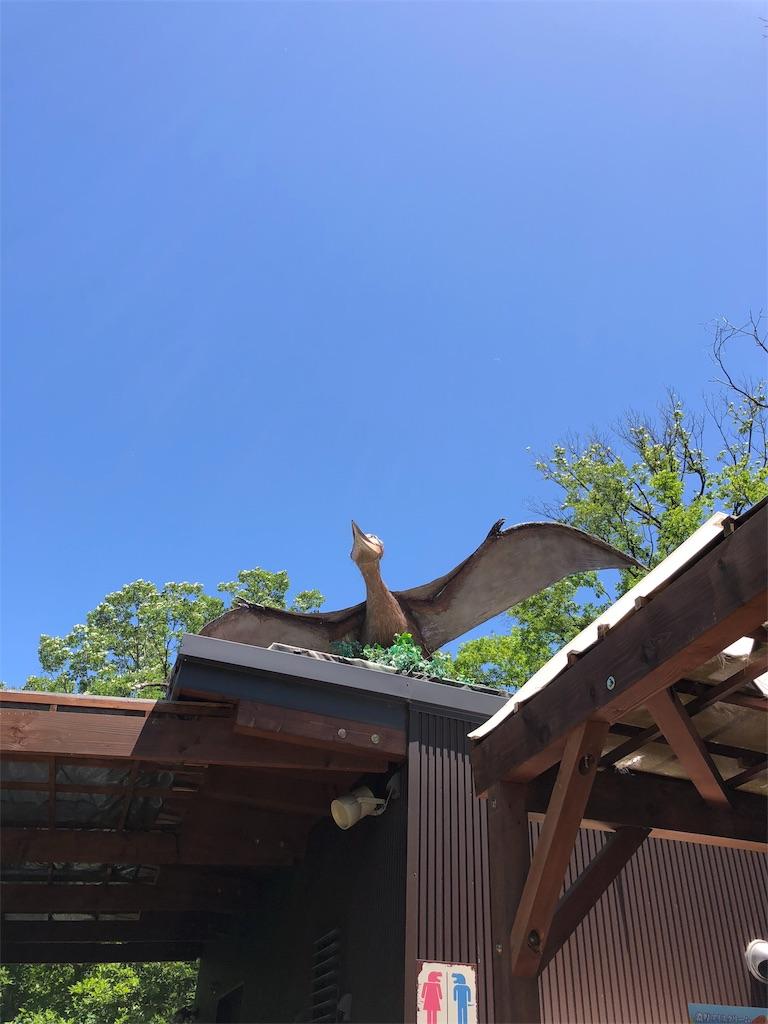 ディノアドベンチャー名古屋の入り口の屋根にいるプテラノドン