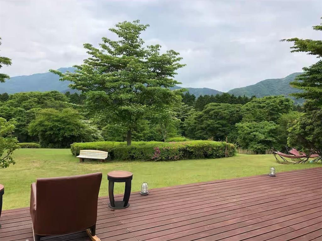 箱根レイクホテルのオープンテラスから見た庭