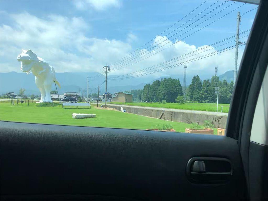 福井県立恐竜博物館に行く途中にある巨大な恐竜の像