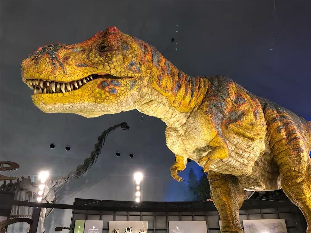 福井県立恐竜博物館の動くティラノサウルスのロボット