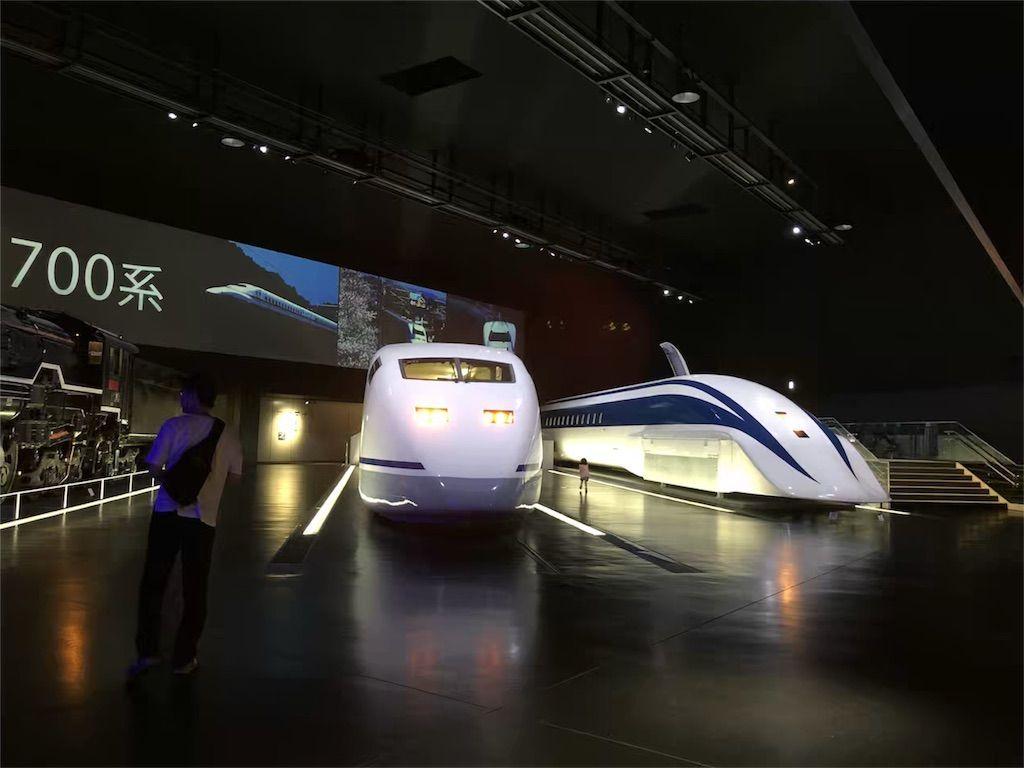 リニア・鉄道館のシンボル展示の機関車と新幹線と超電導リニア
