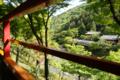 奥に見えるは星のや京都