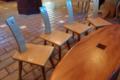 (たぶん)猫の手を模したテーブルと椅子・・・!