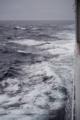 ひたすら荒れる海。上下の揺れがひどい・・・