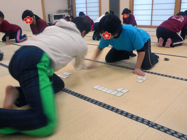 田中、かるたの練習中。